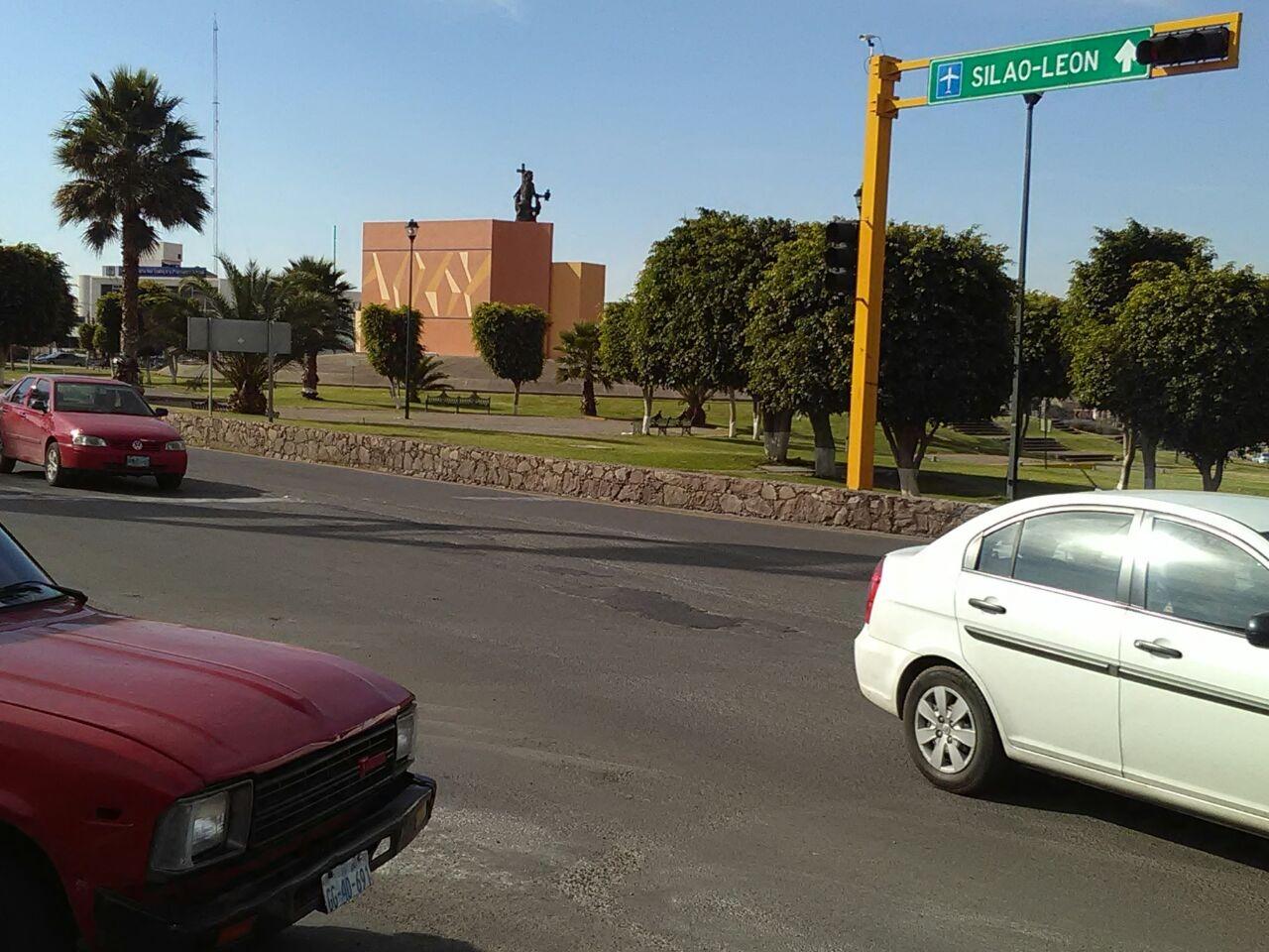 Revisan Proyecto De Puente Para Glorieta Santa Fe El Otro Enfoque Noticias Guanajuato